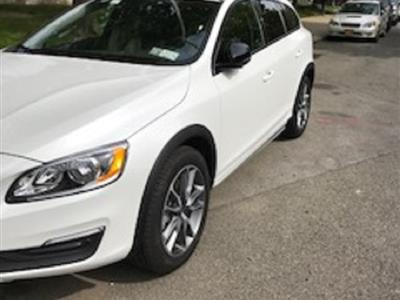2017 Volvo V60 Cross Country lease in New York,NY - Swapalease.com