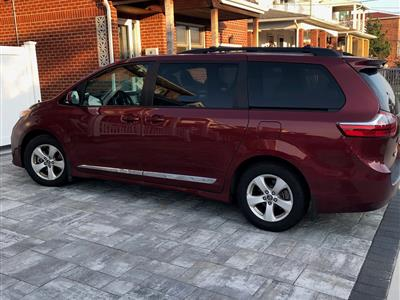2018 Toyota Sienna lease in Belle Harbor,NY - Swapalease.com