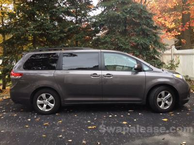 2013 Toyota Sienna lease in Wading River,NY - Swapalease.com